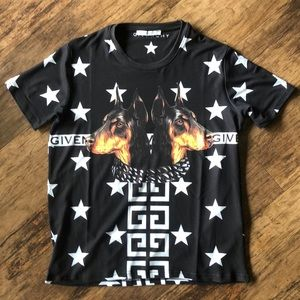 Givenchy Men's T-Shirt Size Small